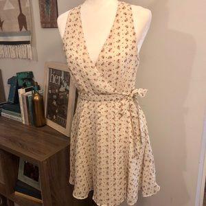 ☀️4/$15 Forever 21 Floral Wrap Dress